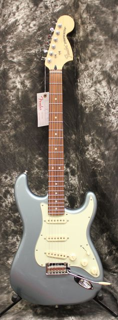 Fender Deluxe Roadhouse Stratocaster Pau Ferro Fingerboard Mystic Ice Blue Electric Guitar