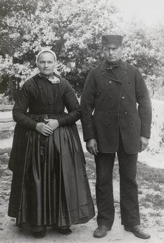 Echtpaar in zondagse dracht, Den Ham, 1899 #Overijssel #Salland #Saksen