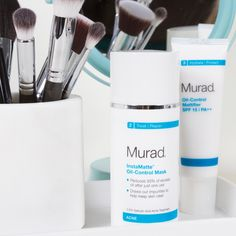This deep-cleansing, 3-minute mask is formulated to help immediately dissolve excess oil that can lead to breakouts. It helps treat and prevent breakouts while minimizing the appearance of pores. The result is a healthier-looking, matte complexion. It can also be used as a cleanser for daily oil-control. #MuradInstamatte #MuradSkinCare #MuradUAE