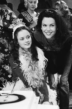 Rory e Lorelai Lauren Graham, Stars Hollow, Alexis Bledel, Movies Showing, Movies And Tv Shows, Disney Channel, Gilmore Girls Poster, Gilmore Gilrs, Gilmore Girls Fashion
