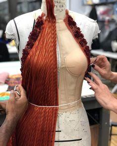 Fashion Themes, Fashion 2020, Fashion Details, Love Couture, Couture Fashion, Couture Sewing Techniques, Fashion Design Portfolio, Fashion Silhouette, Classic Chic
