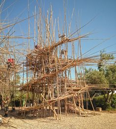 starn brothers build-up big bambu installation in jerusalem resembles bamboo scaffoldings Temporary Architecture, Bamboo Architecture, Organic Architecture, Architecture Details, Bamboo Landscape, Bamboo Art, Land Art, Design Thinking, Contemporary Baskets