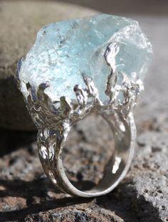 Rings Boho This may be aquamarine or it could be quartz. If I were to put money on it, i'd have to say it's aquamarine. Jewelry Box, Jewelry Rings, Unique Jewelry, Jewelry Accessories, Jewelry Design, Jewelry Making, Jewlery, Raw Gemstone Jewelry, Aquamarine Gemstone
