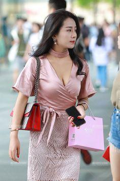beauty lady Hot Japanese Girls, Korean Girl Fashion, Cute Asian Girls, Asian Ladies, Beautiful Asian Women, Ao Dai, Asian Beauty, Japanese Beauty, Asian Woman