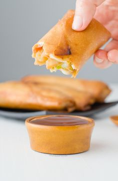 Vegan Spring Rolls with Sweet and Sour Sauce | http://minimaleats.com/vegan-spring-rolls-with-sweet-and-sour-sauce/