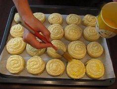Cuib de viespi la cuptor - un desert rapid, delicios și aspectuos! - Bucatarul Romanian Desserts, Romanian Food, Jacque Pepin, Sausage, Food And Drink, Dessert Recipes, Dairy, Pudding, Yummy Food
