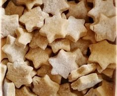 Recipe Biscuits pour chiens by learn to make this recipe easily in your kitchen machine and discover other Thermomix recipes in Desserts & Confiseries. Homemade Dog Treats, Pet Treats, Dog Cookies, Cookies Et Biscuits, Dog Area, Dog Biscuits, Confectionery, Springer Spaniel, Food Dishes