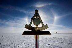 'Sundogs' Seen Over South Pole CREDIT: Deven Stross / NSF