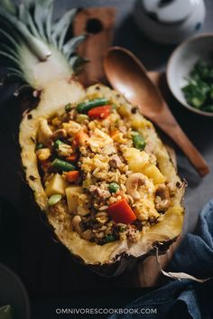 Easy Pineapple Fried Rice (菠萝炒饭) - The easy pineapple fried rice uses simple ingredients to create the maximum flavor. Duck Recipes, Asian Recipes, Asian Foods, Cookbook Recipes, Cooking Recipes, Meal Recipes, Healthy Recipes, Pineapple Fried Rice, Pineapple Bowl