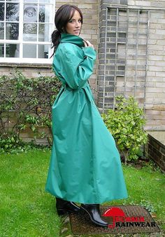 Best Womensraincoat For Backpacking Code: 7100838661 Blue Raincoat, Hooded Raincoat, Mackintosh Raincoat, Rain Fashion, Rubber Raincoats, Raincoats For Women, Rain Wear, Black Rubber, Wrap Dress