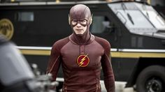 The Flash Season 1 Episode 21  : Grodd Lives. Storyline : Barry must deal with the Reverse Flash's latest threat to a member of the group. To make matter worse, Dr. Wells unleashes Grodd on the city in order to distract Barry and the team. Joe, Barry and Cisco head down into the sewers to catch Grodd but the gorilla quickly gets the upper hand after he kidnaps Joe. Iris and Barry have a heart to heart talk.