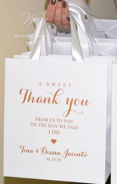 Super Gifts Thank You Wedding Welcome Bags 50 Ideas #wedding #gifts Inexpensive Wedding Favors, Edible Wedding Favors, Beach Wedding Favors, Wedding Favors For Guests, Wedding Ideas, Wedding Prep, Wedding Planning, Wedding Thank You Gifts, Wedding Gift Bags