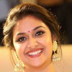Face cut for picture Beautiful Girl Indian, Most Beautiful Indian Actress, Beautiful Actresses, Saree Hairstyles, Indian Face, Stylish Girls Photos, Cute Beauty, Beauty Photography, Bridal Photography
