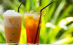 Demlenen yeşil çay; esmer şeker, bal, limon suyu ve vanilyalı dondurma ile harmanlandıktan sonra kalorili ancak buz gibi soğutan bir çay tarifine dönüşüyor.