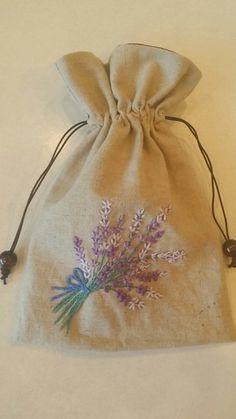 라벤다 스트링파우치와 카모마일 스트링파우치 사진보다는 앙증맞은 크기로 얼마나 예쁜지 몰라요 일본서적... Embroidery Purse, Embroidery Flowers Pattern, Learn Embroidery, Hand Embroidery Stitches, Embroidery Applique, Beaded Embroidery, Diy Embroidery Designs, Rustic Fabric, Sewing Crafts