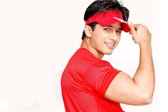 New Latest HD Photo of Shahid Kapoor in Red Tshirt