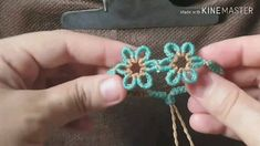 Micro Macrame Tutorial, Macrame Jewelry Tutorial, Macrame Bracelet Patterns, Macrame Patterns, Jewelry Patterns, Diy Friendship Bracelets Patterns, Diy Bracelets Easy, Bracelet Crafts, Flower Bracelet