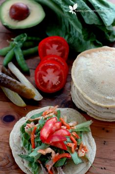 Gluten Free Pita Bread :: Flexible & soft, yet sturdy enough to stuff with your favorite ingredients! This pita tastes just like bread without gluten or xanthan gum! Gluten Free Pita Bread, Gluten Free Flatbread, Gluten Free Wraps, Paleo Bread, Ireland Food, Thing 1, Gluten Free Dinner, Fodmap, Family Meals