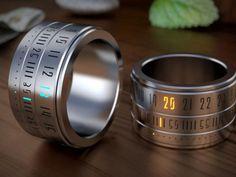 Bien qu'il existe milles et une façon de lire l'heure, voici un accessoire deux en un qui combine l'esthétique d'une bague avec les fonctionnalités d'une montre. Ring Clock est à priori, une montre qui se porte autour du doigt