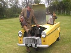 Here is a video of kickstarting a Bond Minicar powered by a Villiers Motorcycle engine. 250cc Motorcycle, 3 Wheel Motorcycle, Motorcycle Engine, Car Engine, Weird Cars, Cool Cars, Classic Cars British, British Car, Vintage Cars
