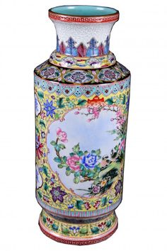 "A "" DA QING QIAN LONG NIAN ZHI"" MARKED FAMILLE ROSE POCELAIN VASE PAINTED WITH BIRDS AND FLOWERS"