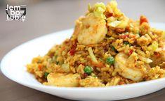 """Ryż smażony z jajkiem """"jak u Chińczyka"""". Możesz sobie taki zrobić w domu"""