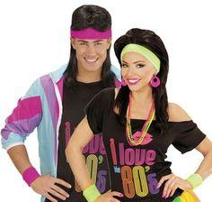 80-luvun hikinauhat. Pinkillä hikinauhan ja kaksi rannenauhaa sisältävällä setillä tuot naamiaisasuusi lisää autenttista 80-luvun neonvärejä vaativaa sporttiasennetta.