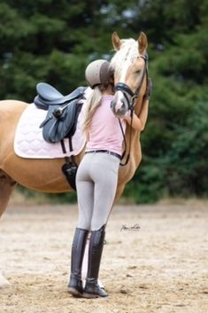 Girls Sports Clothes, Preteen Girls Fashion, Little Girl Leggings, Girls In Leggings, Riding Breeches, Riding Pants, Equestrian Chic, Equestrian Outfits, Surfer Girls