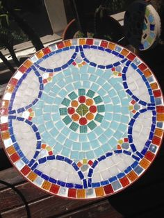 Mosaic Tile Designs, Mosaic Patterns, Mosaic Art, Mosaic Glass, Mosaic Tiles, Indoor Crafts, Diy And Crafts, Mosaic Patio Table, Bandeja Bar
