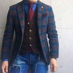 How to wear: dark brown check wool blazer, dark brown waistcoat, blue denim shirt, blue ripped skinny jeans Daily Fashion, Men's Fashion, Fashion Sale, Fashion Outlet, Paris Fashion, Runway Fashion, Fashion Trends, Fashion Tips, Laid Back Outfits
