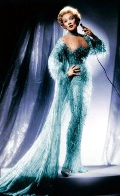 Marlene Dietrich Hollywood Costume, Hollywood Fashion, Vintage Hollywood, Hollywood Glamour, Vintage Gowns, Vintage Outfits, Best Costume Design, Divas, Old Hollywood Actresses