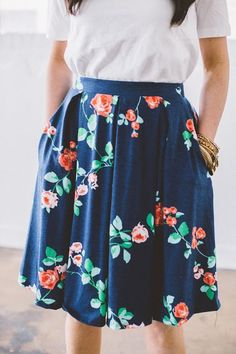 a3118bc9 I love the print on this Madison! #lulagirlsblog Navy Skirt Outfit, Skirt  Outfits