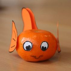 Nemo mandarin orange or pumpkin Birthday Treats, Party Treats, Cute Food, Good Food, Fruits Decoration, Creative Snacks, Fruit Art, Food Crafts, Food Humor