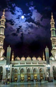 AL-masjid AL-nabawi , AL-madina AL-monawara , Saudi Arabia 💚 Al Masjid An Nabawi, Masjid Al Haram, Jama Masjid, Beautiful Mosques, Beautiful Places, History Of Islam, Mecca Wallpaper, Mosque Architecture, Mekkah