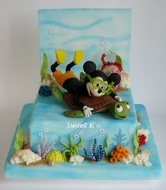 I loved to create this cake, Mickey under the sea playing with his turtle… I really had fun on details!