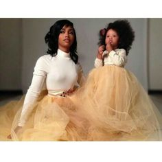 The word is out - moms like to dress up their daughter as their little dolls. Check out these mother and daughter outfits! Mother Daughter Photos, Mother Daughter Fashion, Future Daughter, Daughter Love, Mother Daughters, Mommy Daughter Photography, Children Photography, Mommy And Me Photo Shoot, Black Mother