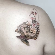 Awesome book tattoos for literature lovers - stunning book . - Awesome book tattoos for literature lovers – stunning book tattoo © tattoo artist tattooist_ziho - Pretty Tattoos, Unique Tattoos, Beautiful Tattoos, Small Tattoos, Inspiring Tattoos, Artistic Tattoos, Writer Tattoo, Book Tattoo, Reader Tattoo