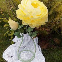 Беззаботное времяпровождение за городом дает возможность воплотить в жизнь разные идеи  Своеобразная новинка: цветок с бутоном Такая техника сборки позволяет сделать его таким зефирно-воздушным  Высота около 1м, прекрасно украсит любой праздник либо подойдет просто в качестве декора интерьера  В наличии по очень хорошей цене, доставка по Минску ✌ #свитдизайн #sweetdesign #цветыминск #цветысконфетами #бумажныецветы #цветыизбумаги #доставкацветов #чтоподарить#оригинаьныйподарок#кэндиба...