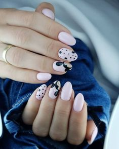 What makes these Mickey Mouse nails very girly and modern? Baby pink, rounded nails, and a hint of gold shimmer on black accents. Ongles Mickey Mouse, Mickey Mouse Nail Design, Mickey Mouse Nail Art, Minnie Mouse Nails, Mickey Mouse Nails, Disney Acrylic Nails, Cute Acrylic Nails, Cute Nails, Pretty Nails