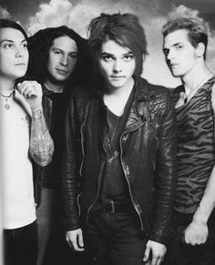 Gerard and Frank just look so freaking adorable :3 <3 << yessss an mikey and rayyyy