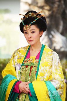 唐宮之美人天下:用色鮮亮,大紅黃綠,三純色組合,顯華麗貴氣感。也是典型的撞色。