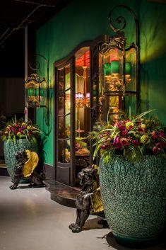 Marie Martin by Lumiere Dark Interiors, Beautiful Interiors, Colorful Interiors, Interior Exterior, Home Interior Design, Interior Decorating, Interior Ideas, Estilo Kitsch, Deco Floral