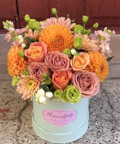 """""""Flowers are the sweetest things God ever made and forgot to put a soul into"""" Aranjamente de flori Decor. Fruit Arrangements, Dahlias, Flower Boxes, Roses, Delivery, Autumn, Table Decorations, Orange, Diy"""