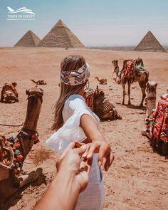 Profitez d'une journée complète de visite des pyramides de Gizeh et du Sphinx avec le musée du Caire du Caire ou de Gizeh. Commencez la journée aux pyramides de Gizeh et admirez la vue imprenable sur le désert depuis le pied du mystérieux Sphinx.Après un déjeuner local, explorez les collections d'objets rares du musée égyptien et découvrez l'exposition célébrant le roi Toutankhamon. Retourner a l'hôtel Egypt Travel, Africa Travel, Places In Egypt, Pyramids Of Giza, Excursion, Dubai Travel, Famous Landmarks, Beautiful Places To Travel, Amazing Places
