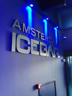 Ice Bar Amsterdam - FRI SAT SUN 12:30pm - 2:00am €19.50 COOL ARRANGEMENT for 2 €21.25 pp 1 welcome cocktail 2 drinks in glass 2 photos
