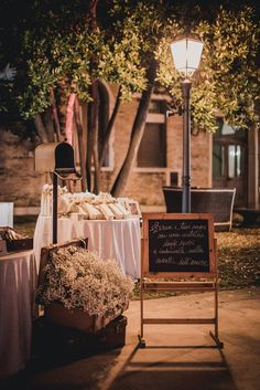 Neutral colours, a travel-inspired theme and the spectacular Venice skyline at sunset created the romantic mood for this celebration. Romantic Mood, Wedding Decorations, Table Decorations, Neutral Colors, Venice, Wedding Inspiration, Wedding Ideas, Modern, Vintage
