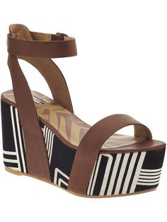 29ad3ac6ac7f womens fashion LV handbags at home. Louis Vuitton. Beach wear. Flat Wedges