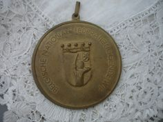 Vintage plaque/medal by Nkempantiques on Etsy