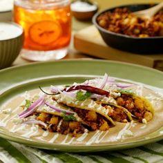 Frijoles Refritos, Chicharrones, Enchiladas, Tacos, Beef, Meals, Ethnic Recipes, Food Ideas, Deserts