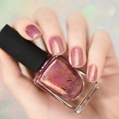 An amazing rose gold holographic polish with personality!The lovely Champagne Blush is a sophisticated vintage pink holographic polish enveloped by a wonderfully crisp gold hue. This polish is a. Blush Nails, Rose Gold Nails, Sparkle Nails, Pink Nails, Fancy Nails, Nude Nails, Holo Nail Polish, Nail Polish Colors, Nail Polishes